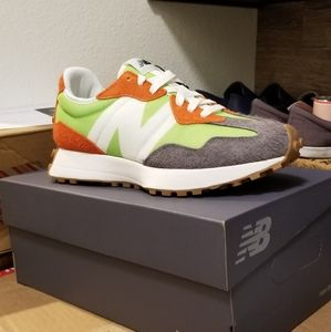 Brand new Authentic New Balance 327 (Energy lime)